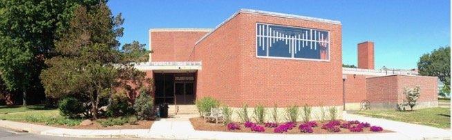 Exterior photo of the University of Hartford's Hartt School Beatrice Fox Auerbach Hall